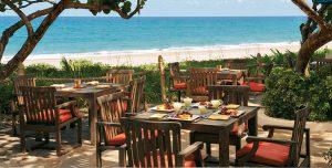decoracion-restaurantes-sillas-colores-restaurant