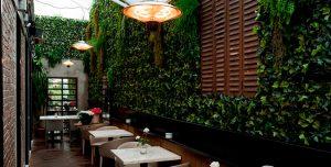 decoracion-restaurantes-follaje-sintetico